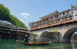 Paesaggio della città antica di giorno, turista famoso a di Fenghuang Fotografia Stock