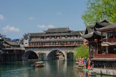 Paesaggio della città antica di giorno, turista famoso a di Fenghuang Fotografia Stock Libera da Diritti