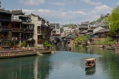 Paesaggio della città antica di giorno, turista famoso a di Fenghuang Immagine Stock Libera da Diritti