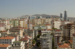 Paesaggio della città con differenti costruzioni di colori immagini stock libere da diritti