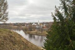 Paesaggio della città della primavera sul fiume Volga Ržev, regione di Tver' Fotografie Stock Libere da Diritti