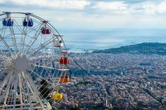 Paesaggio della città di Barcellona dalla montagna di Tibidabo Immagini Stock Libere da Diritti