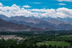 Paesaggio della città e della montagna di Leh intorno, distretto di Leh, Ladakh, nello stato indiano del nord del Jammu e Kashmir Fotografia Stock Libera da Diritti