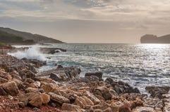 Paesaggio della costa del capo Caccia al tramonto Fotografia Stock Libera da Diritti
