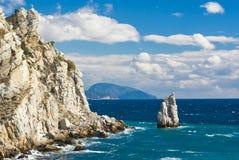 Paesaggio della Crimea vicino a Yalta su un puntello del Mar Nero Fotografia Stock