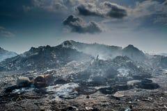 Paesaggio della discarica in pieno della lettiera, delle bottiglie di plastica e di altri rifiuti all'isola di Thilafushi Immagini Stock