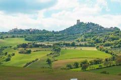 Paesaggio della fortezza toscana di Orcia d del ` di Castiglione e della campagna Fotografia Stock Libera da Diritti