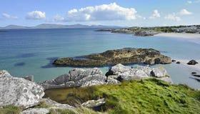 Paesaggio della linea costiera dell'Irlanda fotografia stock libera da diritti