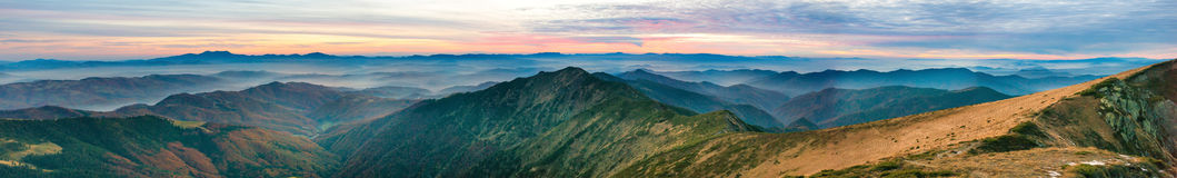 Paesaggio della montagna al tramonto Fotografia Stock
