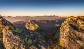 Paesaggio della montagna al tramonto Immagini Stock Libere da Diritti