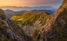 Paesaggio della montagna al tramonto Colourful Fotografia Stock Libera da Diritti