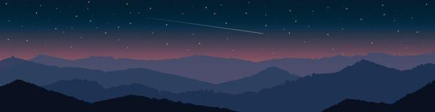Paesaggio della montagna al tramonto con la caduta stellata della cometa e del cielo Fotografia Stock