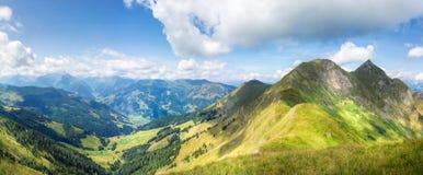 Paesaggio della montagna in alpi austriache Immagine Stock