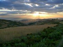 Paesaggio della montagna. Cielo nuvoloso illuminato dal tramonto. L'Africa Fotografie Stock