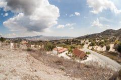 Paesaggio della montagna con alcune case Fotografia Stock