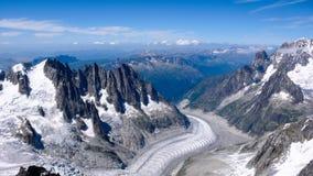Paesaggio della montagna con gli alti picchi e ghiacciaio nelle alpi francesi Fotografia Stock Libera da Diritti