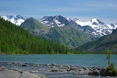 Paesaggio della montagna con il lago in Altai, Russia Fotografie Stock Libere da Diritti