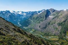 Paesaggio della montagna con il lago nell'Altai, Russia Fotografia Stock