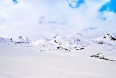 Paesaggio della montagna con neve Fotografia Stock Libera da Diritti