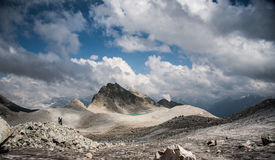 Paesaggio della montagna con un lago Fotografia Stock