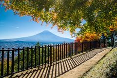 Paesaggio della montagna del vulcano di Fuji in autunno nella vista più bella fotografie stock libere da diritti