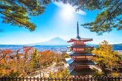 Paesaggio della montagna del vulcano di Fuji in autunno nella vista più bella fotografia stock