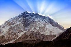 Paesaggio della montagna dell'Himalaya Mt Nuptse (7.861 m), Nepal orientale Fotografia Stock