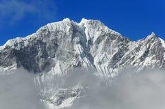 Paesaggio della montagna dell'Himalaya Mt Thamserku (6608 m) Il Nepal orientale Fotografie Stock