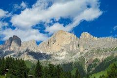 Paesaggio della montagna delle alpi di estate Immagini Stock