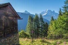 Paesaggio della montagna delle alpi francesi Immagine Stock