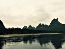 Paesaggio della montagna delle coppie nelle paia fotografia stock