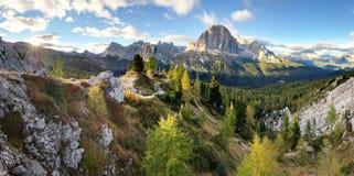 Paesaggio della montagna delle dolomia, alpe dell'Italia Immagini Stock