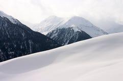 Paesaggio della montagna dello Snowy Fotografia Stock