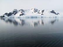 Paesaggio della montagna dello Snowy Immagini Stock Libere da Diritti