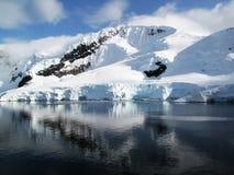 Paesaggio della montagna dello Snowy Fotografia Stock Libera da Diritti