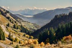 Paesaggio della montagna di autunno nelle alpi francesi Immagini Stock