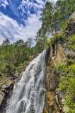 Paesaggio della montagna di estate della cascata di Kamyshlinsky in rocce di Fotografia Stock Libera da Diritti