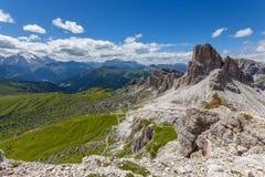 Paesaggio della montagna di estate - dolomia, Italia Immagine Stock