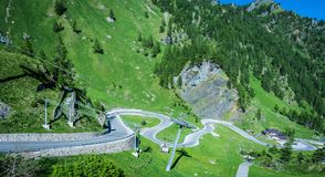 Paesaggio della montagna di estate in Trentino Alto Adige Vista da Passo Rolle, dolomia italiane, Trento, Italia Strada della mon Fotografie Stock