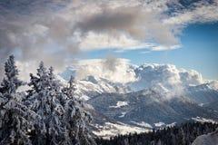 Paesaggio della montagna di inverno nelle alpi francesi Immagini Stock Libere da Diritti