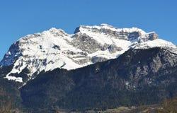 Paesaggio della montagna di inverno nelle alpi francesi Fotografie Stock