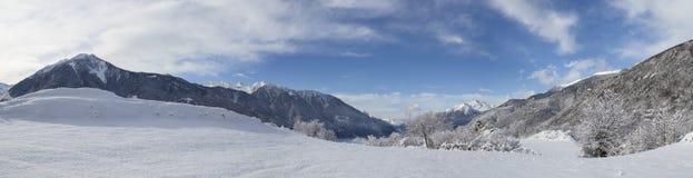 Paesaggio della montagna di inverno sulle alpi con neve Immagini Stock