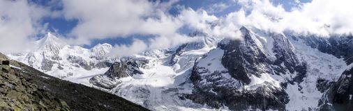 Paesaggio della montagna di panorama della valle di Zinal nelle alpi svizzere Fotografie Stock