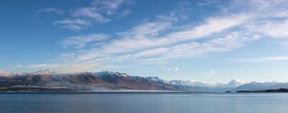 Paesaggio della montagna di Pukaki del lago Fotografie Stock