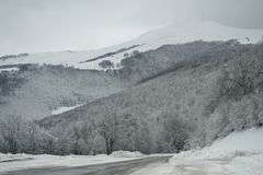 Paesaggio della montagna di Snowy Fotografie Stock Libere da Diritti