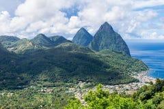 Paesaggio della montagna famosa dei chiodi da roccia nello St Lucia, caraibico Immagini Stock Libere da Diritti