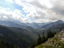 Paesaggio della montagna fra il riparo di Polana Jaworzynka e di Murowaniec in Tatra in Polonia Fotografia Stock Libera da Diritti