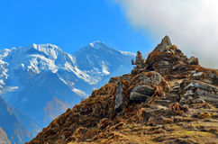 Paesaggio della montagna in Himalaya Piramid delle pietre Fotografie Stock Libere da Diritti