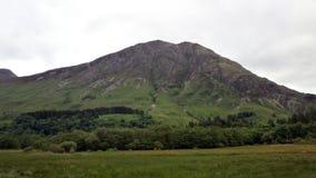 Paesaggio della montagna lungo il A82 in Scozia Immagine Stock