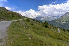 """Paesaggio della montagna lungo la strada al dell """"Assietta di Colle fotografia stock libera da diritti"""